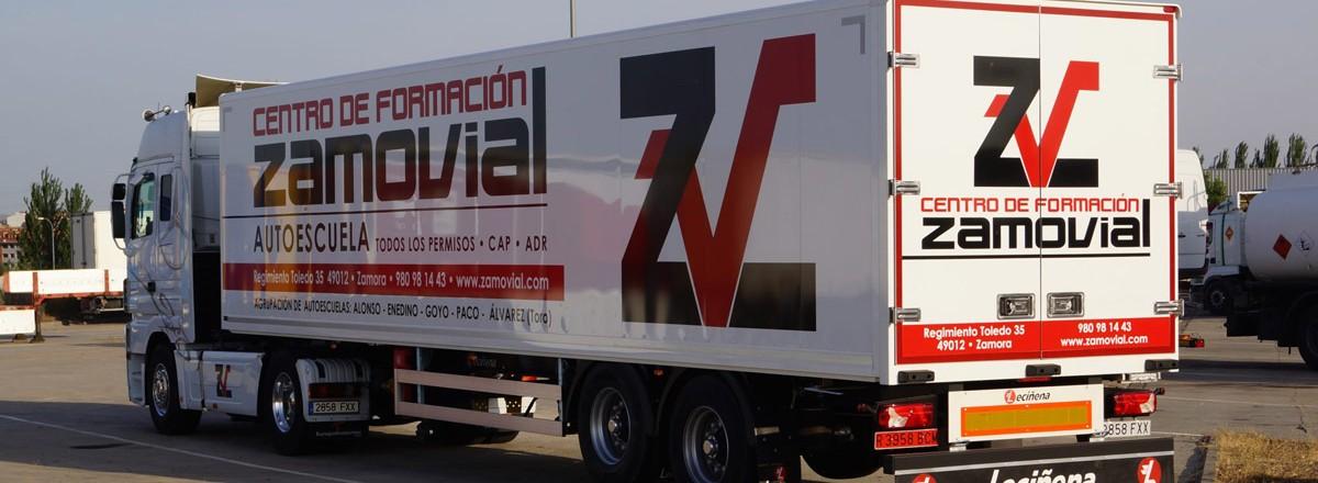 Camión con remolque de Zamovial